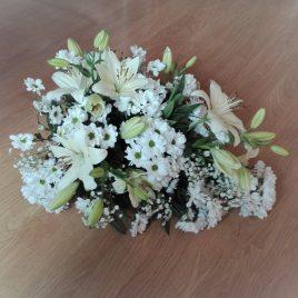 Gesteck mit Lilien und Chrysanthemen