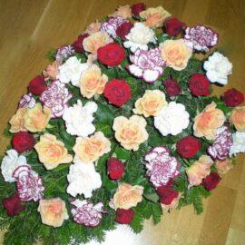 Bukett mit Rosen und Nelken