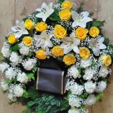 Kränze: Kranz mit Lilien, Rosen und Nelken